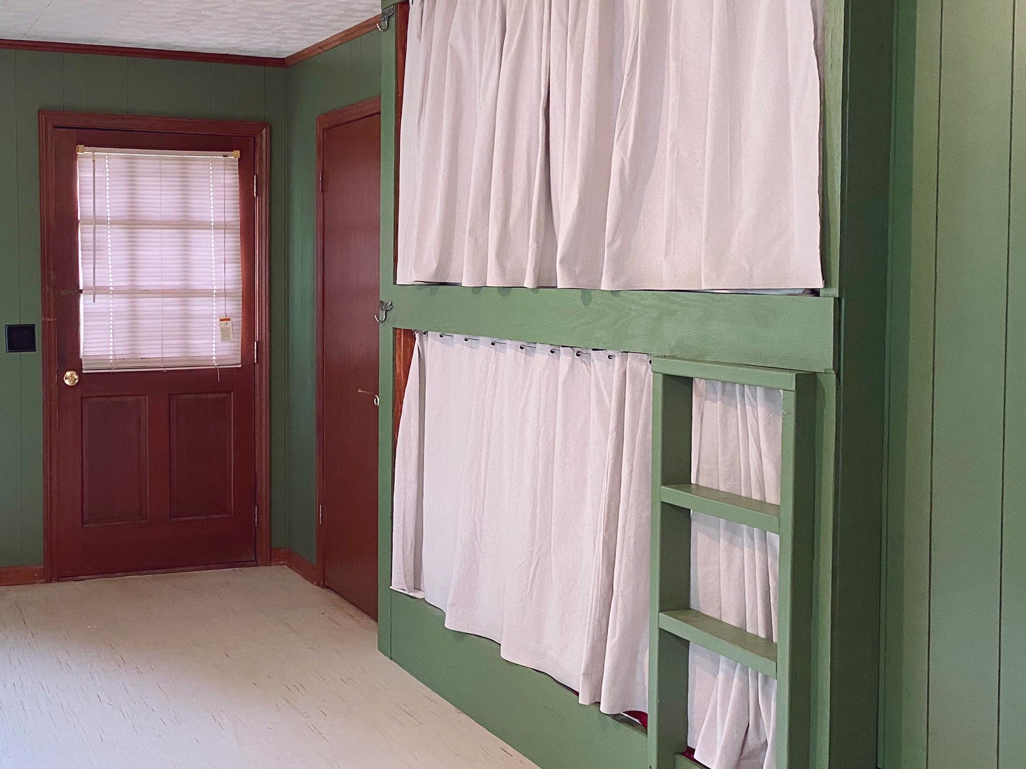 Bunk room 2 thumbnail